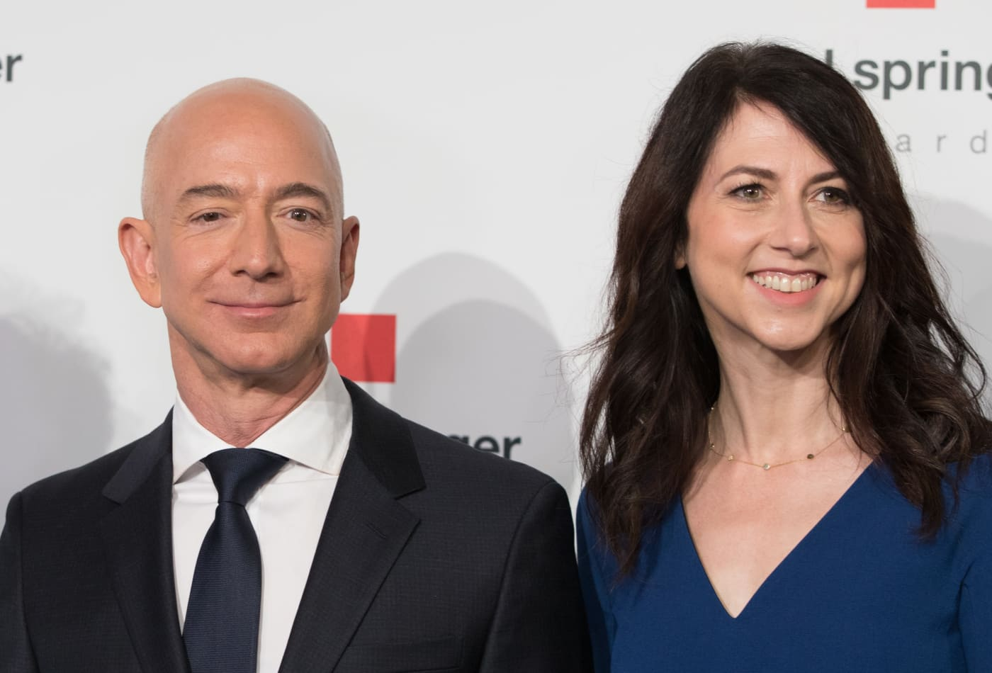 MacKenzie Bezos sells $400 million of her Amazon shares