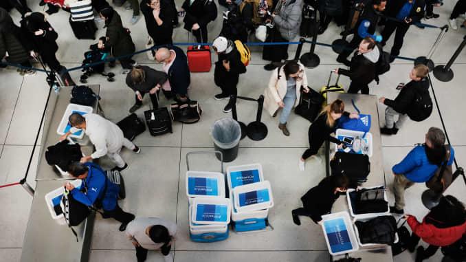 Government shutdown: TSA officers call in sick, Miami closes
