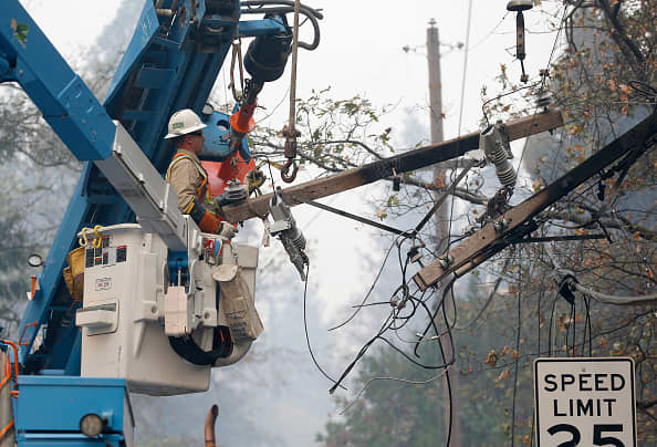 PG&E, once a hedge fund favorite, sinks another 20% amid wildfire