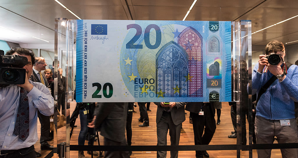 Euro will rise this year as political risks shift toward the US, currency experts say
