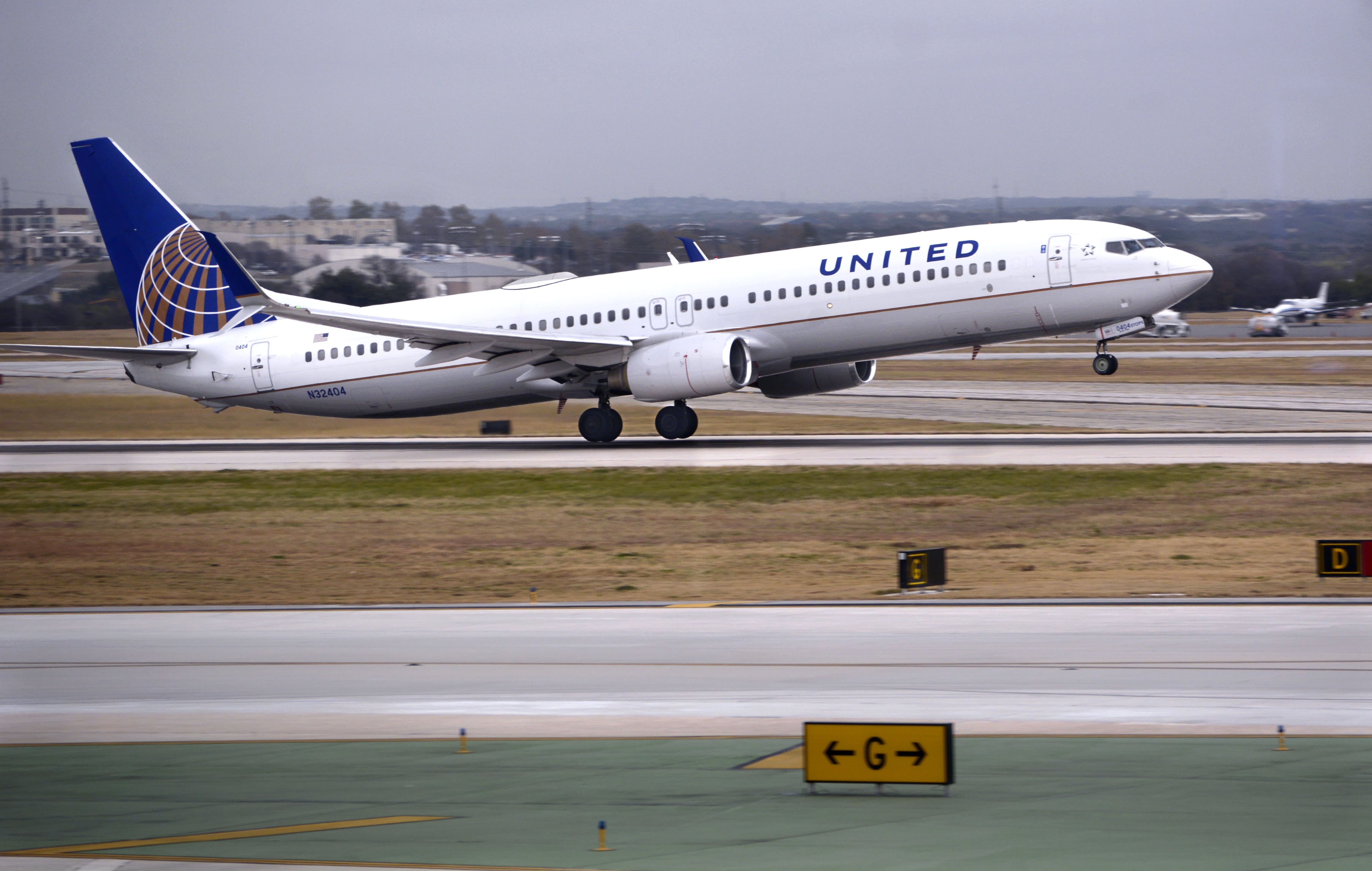 United Flight Declares Emergency As Engine Shuts Down In Descent Into Houston