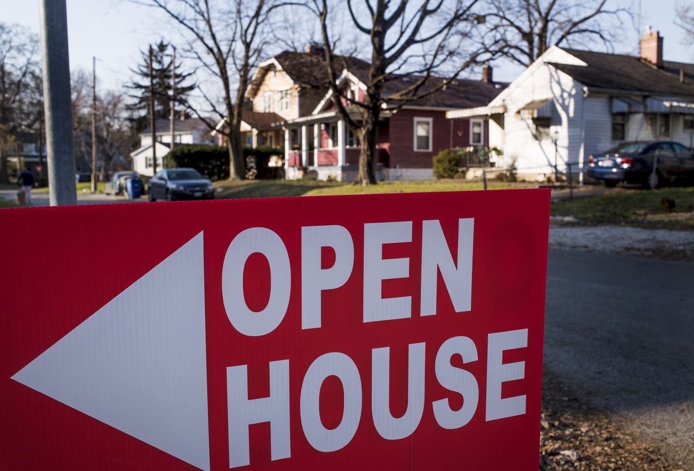 Mortgage rates fall further, as buyers rush into the first open houses of 2020