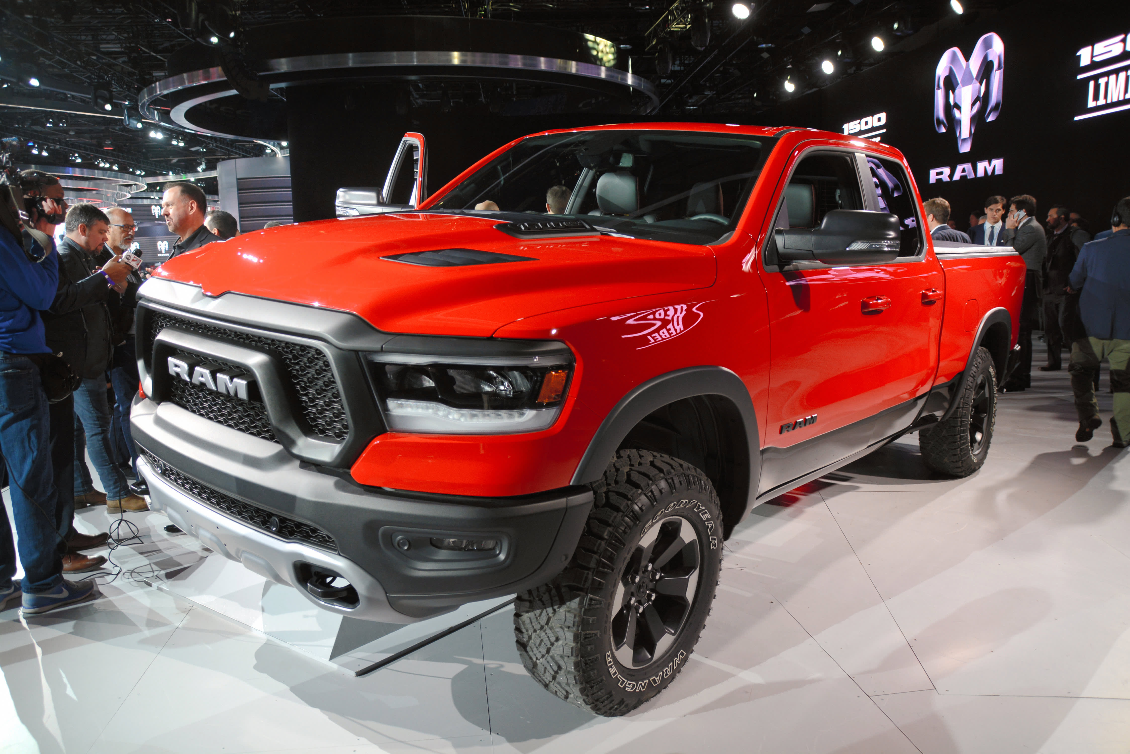 Fiat Chrysler falls 4% after Goldman initiates at sell, citing North American growth struggles