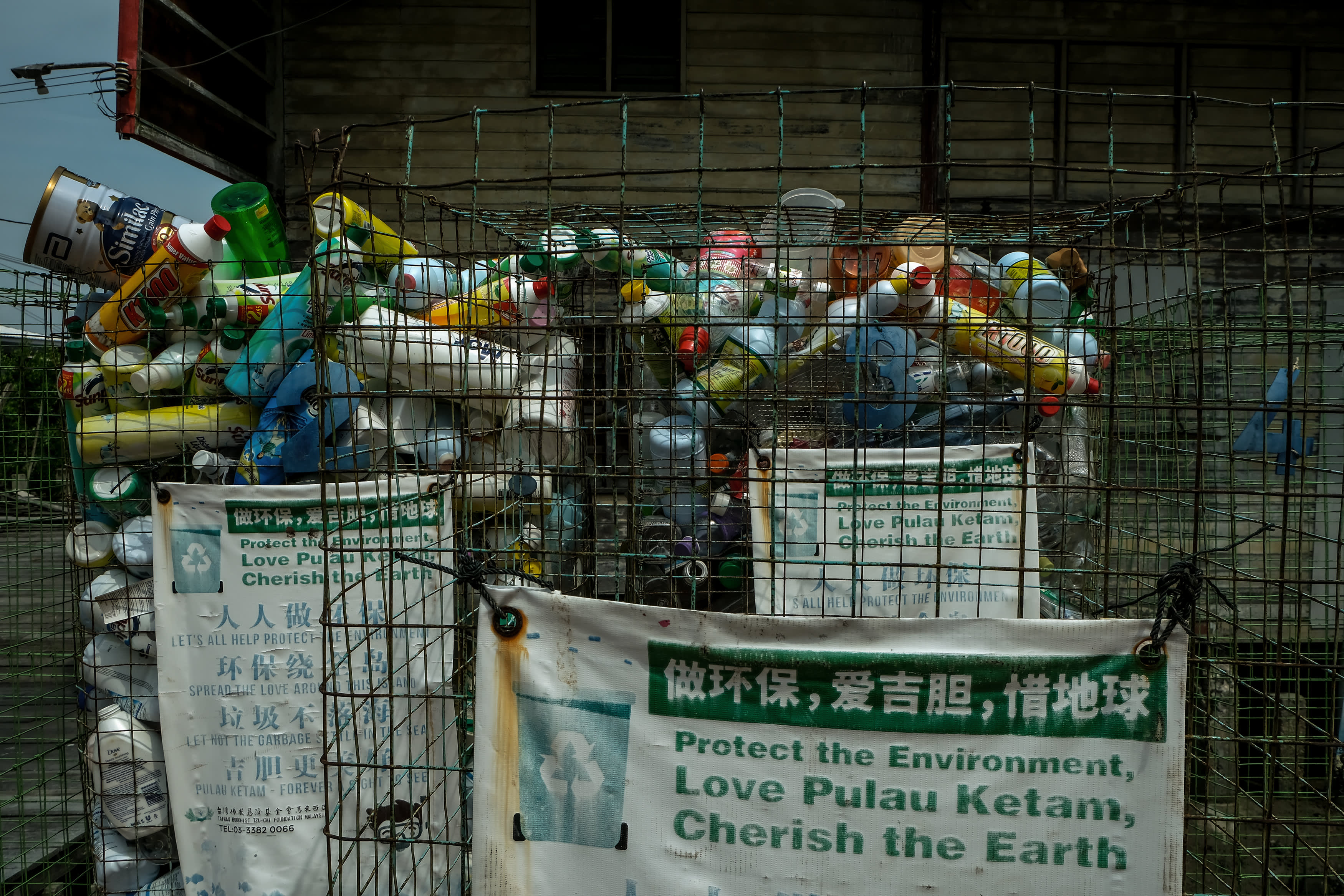 Climate change: Malaysia, following China, bans plastic waste imports