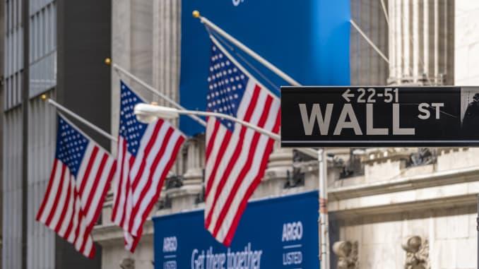 Índices do mercado norte-americano sobem após Trump pedir estímulo para companhias aéreas