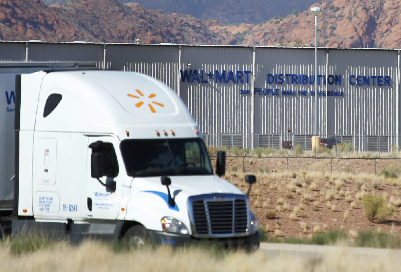 Trucking Jobs Calgary >> Walmart Needs Hundreds Of Truck Drivers And Will Pay Them