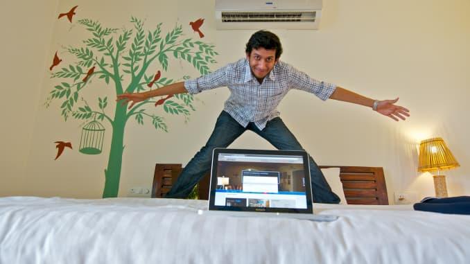 Ritesh Agarwal tạo dáng trong phòng OYO vào ngày 23 tháng 7 năm 2013 tại New Delhi, Ấn Độ.