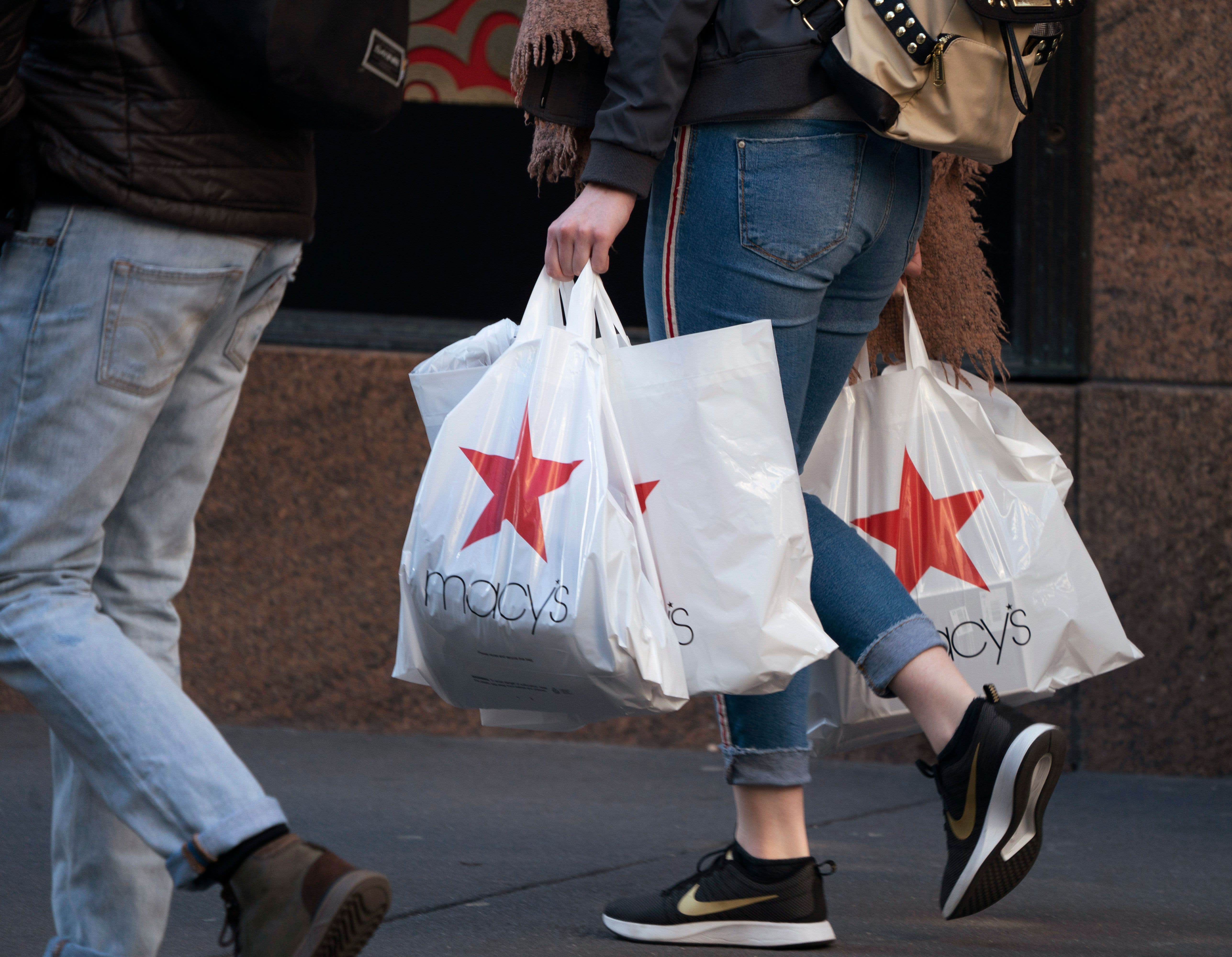 Department store stocks fall on the heels of Macy's dismal earnings