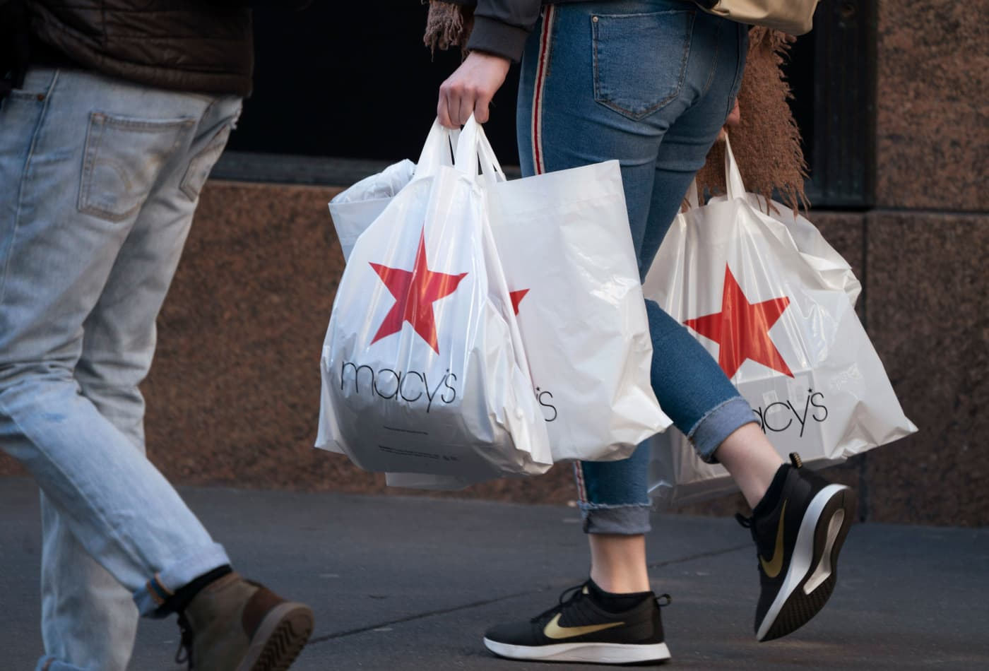 Macy's shares jump after earnings top estimates, helped by a last-minute holiday sales boost