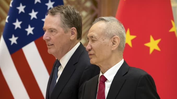 Đại diện Thương mại Hoa Kỳ Robert Lighthizer và Phó Thủ tướng Trung Quốc Liu He tại Nhà khách Bang Diaoyutai ở Bắc Kinh vào ngày 15 tháng 2 năm 2019