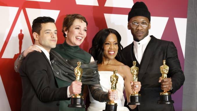 Hostless Oscars sees viewership jump 12%, the first gain in