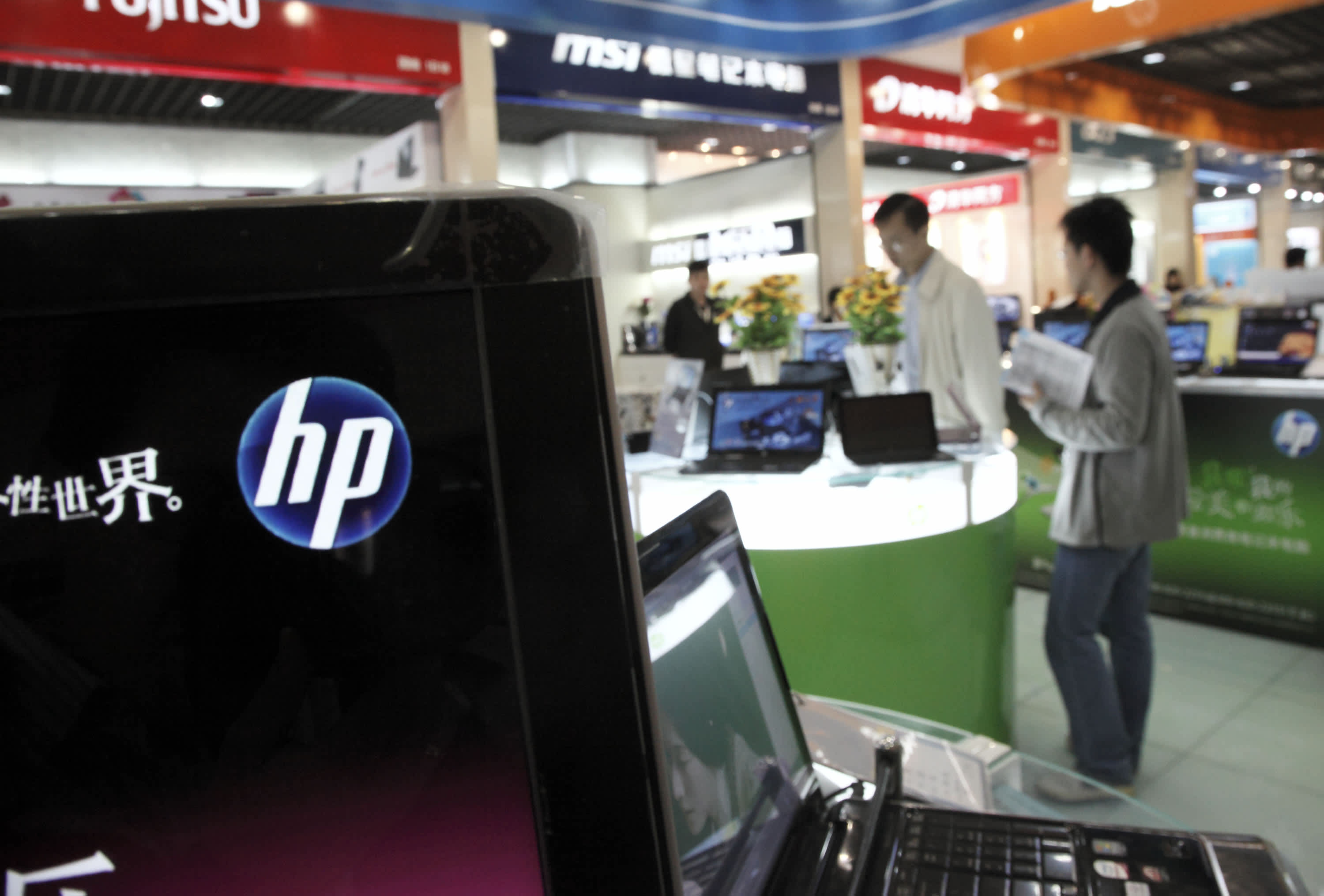 HP stock tumbles after the company announces plans to cut up to 9,000 jobs