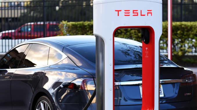 Tesla Referral Program >> Tesla Brings Back Its Referral Program Sort Of