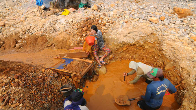 GP: People mining gold 190227