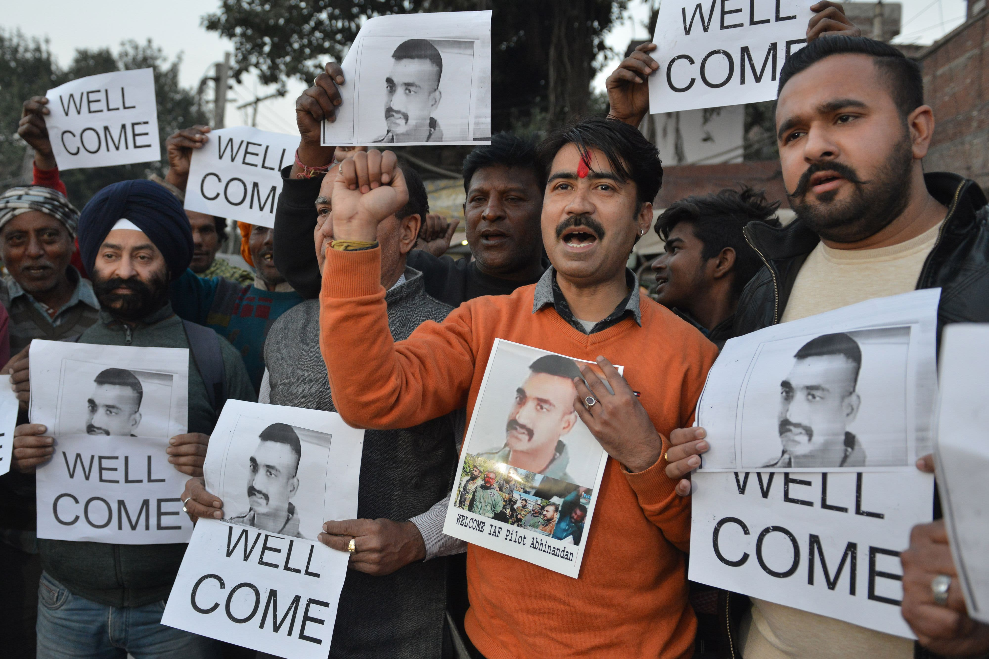 1ee0d545e5 India welcomes Pakistan's return of captured pilot, as world powers urge  de-escalation