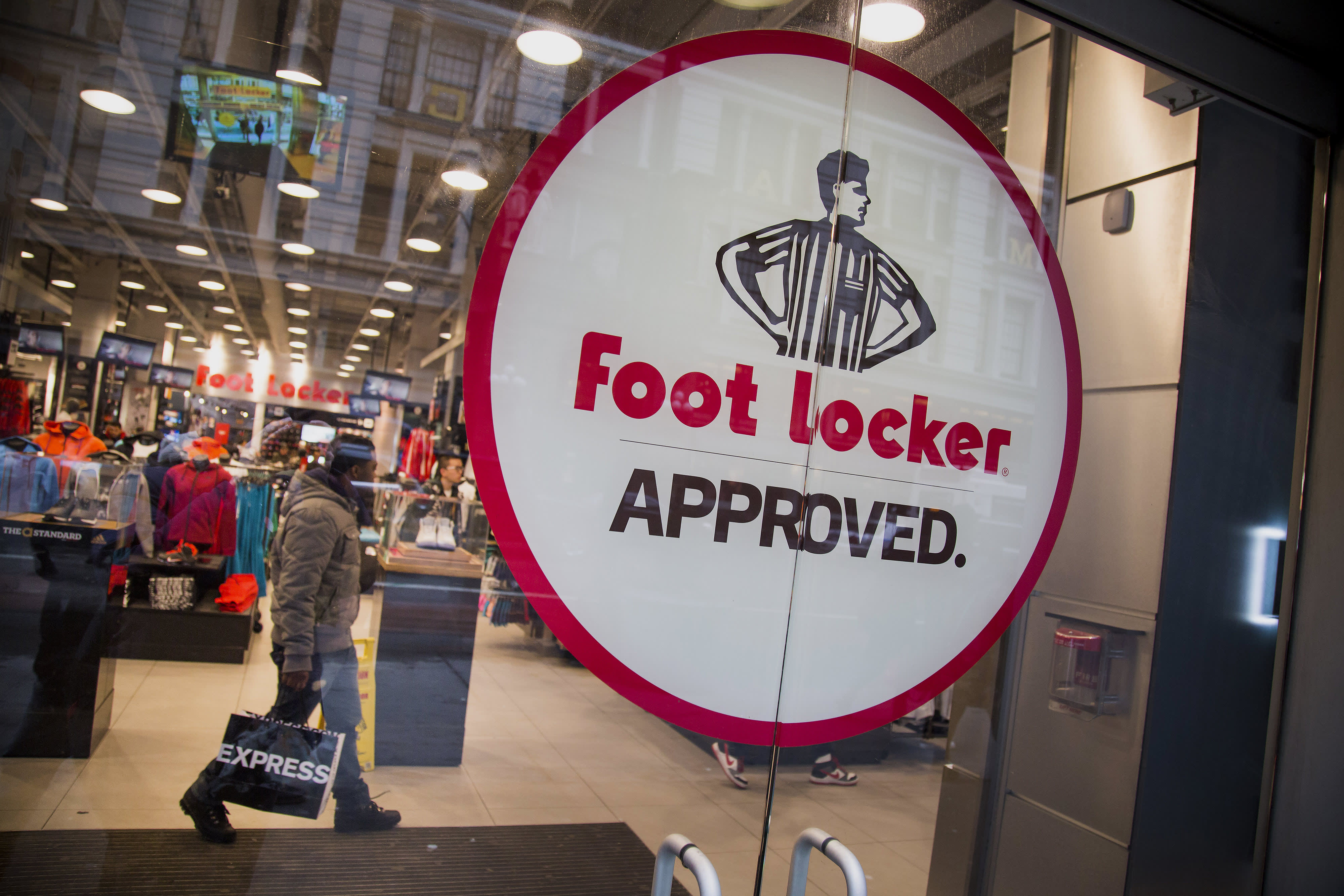 Consumer sentiment, economy gauges, Foot Locker earnings: 3 things to watch for Friday