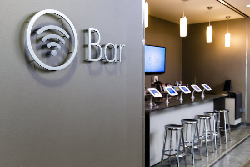 https://www.cnbc.com/2019/03/04/ochsner-hospital-in-new-orleans-has-o-bar-like-apple-store.html