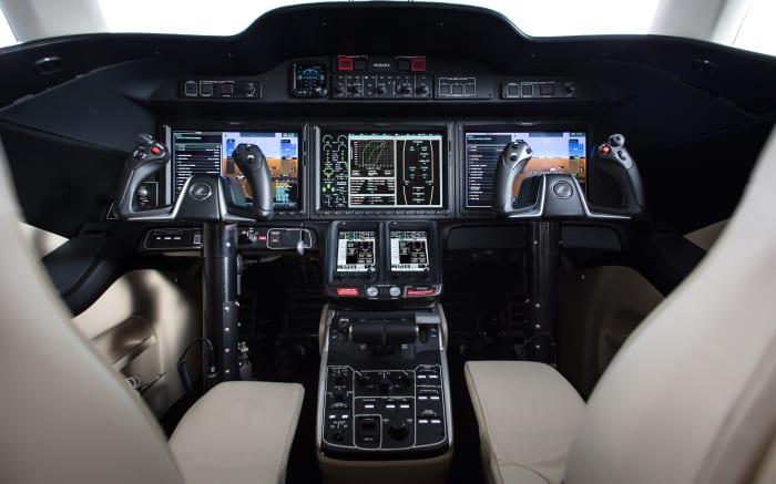 H/O: HondaJet Elite cockpit 190304