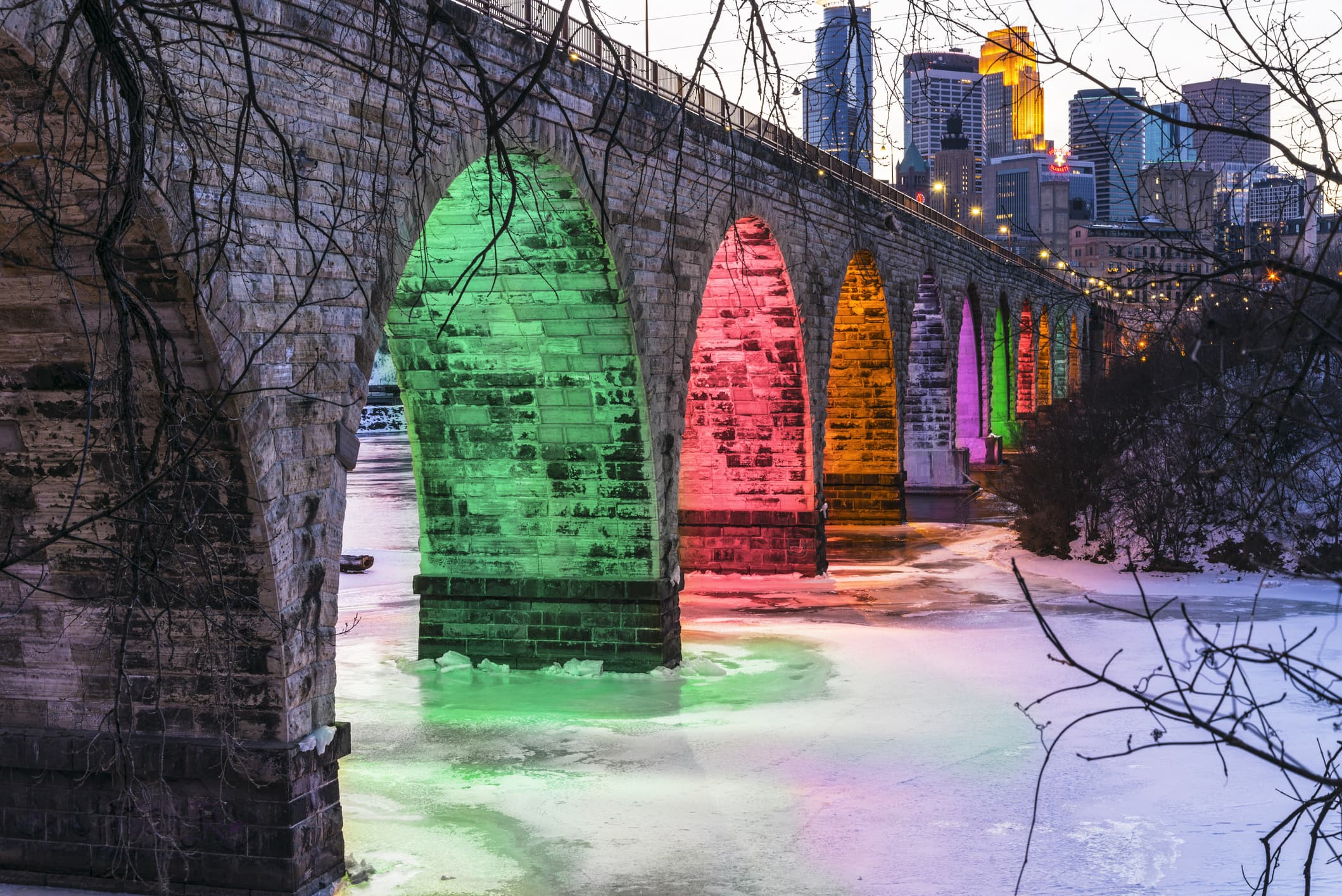 GP: Colorful Stone Arch Bridge Landmark in Minneapolis