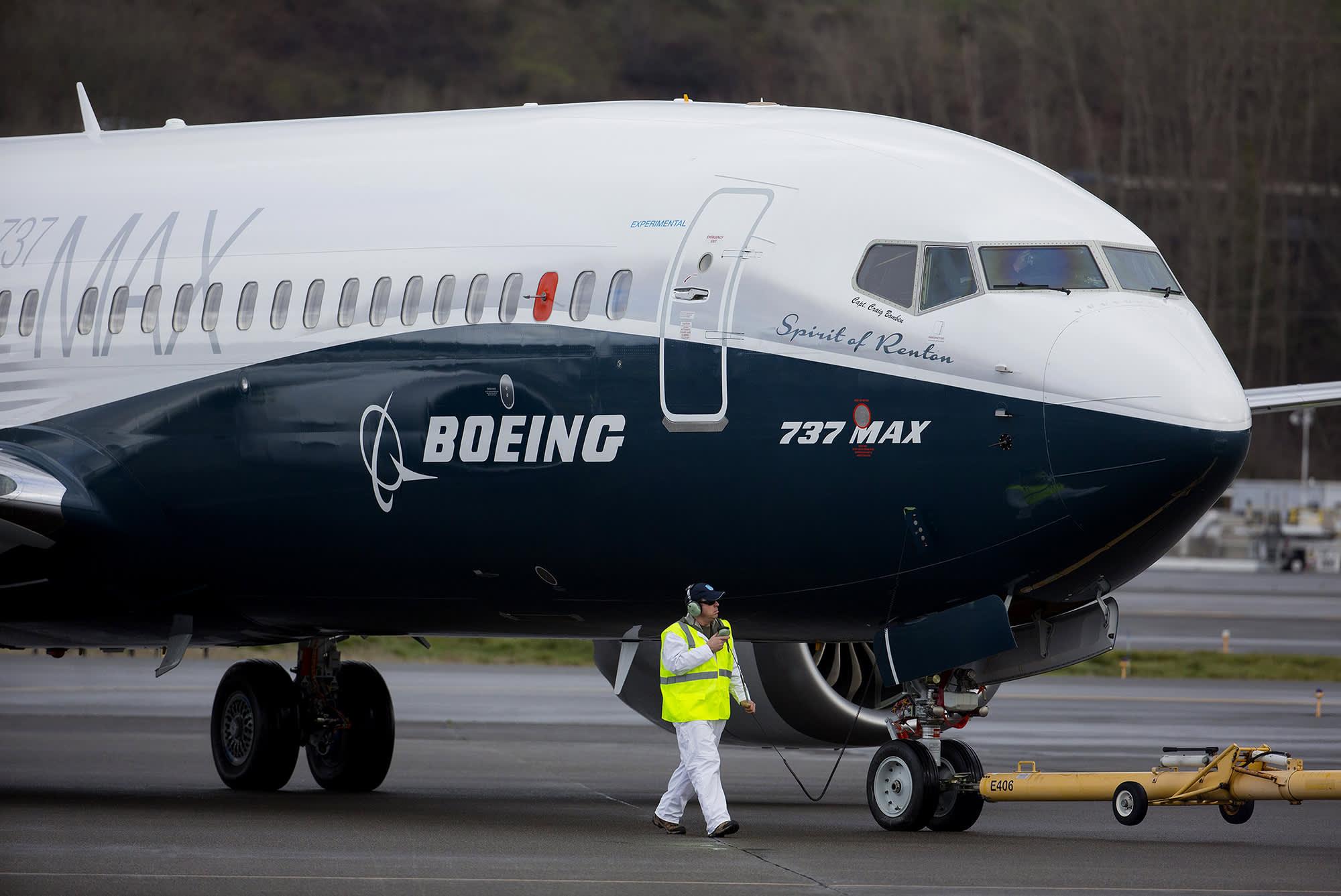 Boeing invites pilots, regulators to briefing as it looks to return