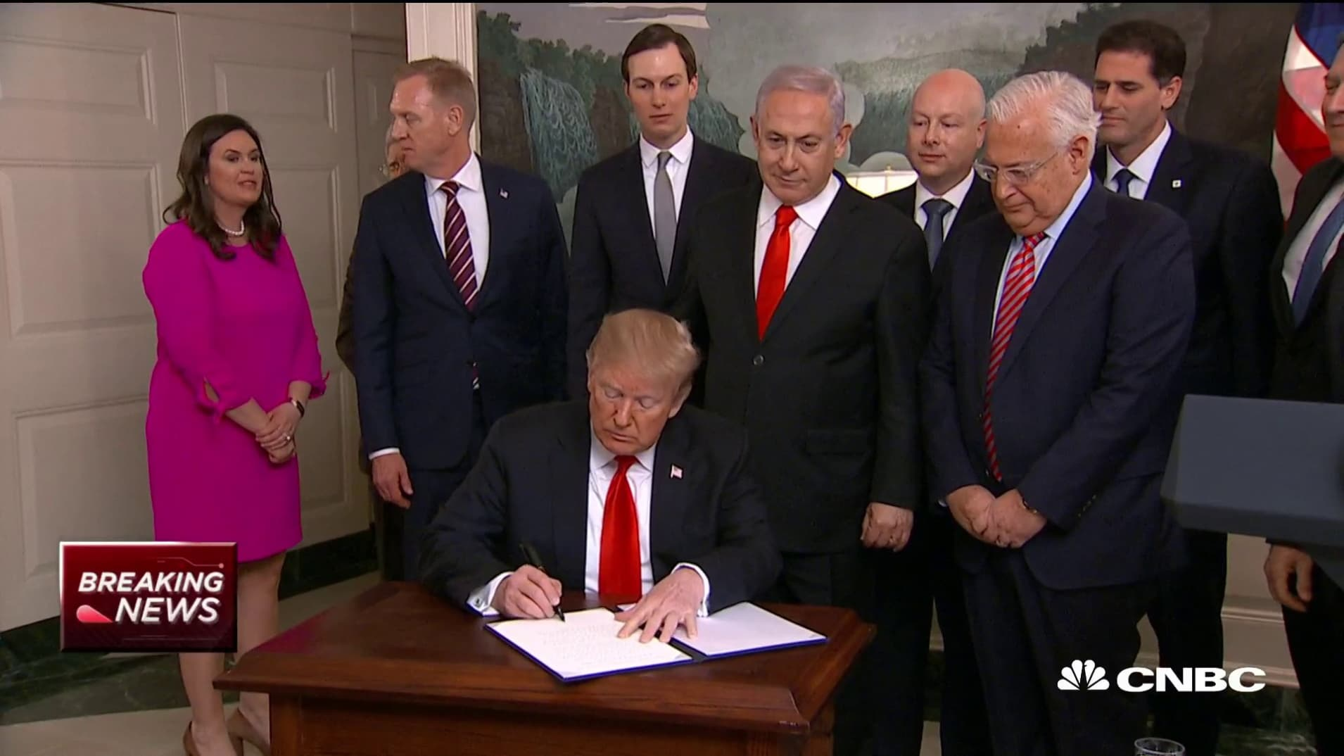 Trump signs an official proclamation recognizing Israel's sovereignty over the Golan Heights