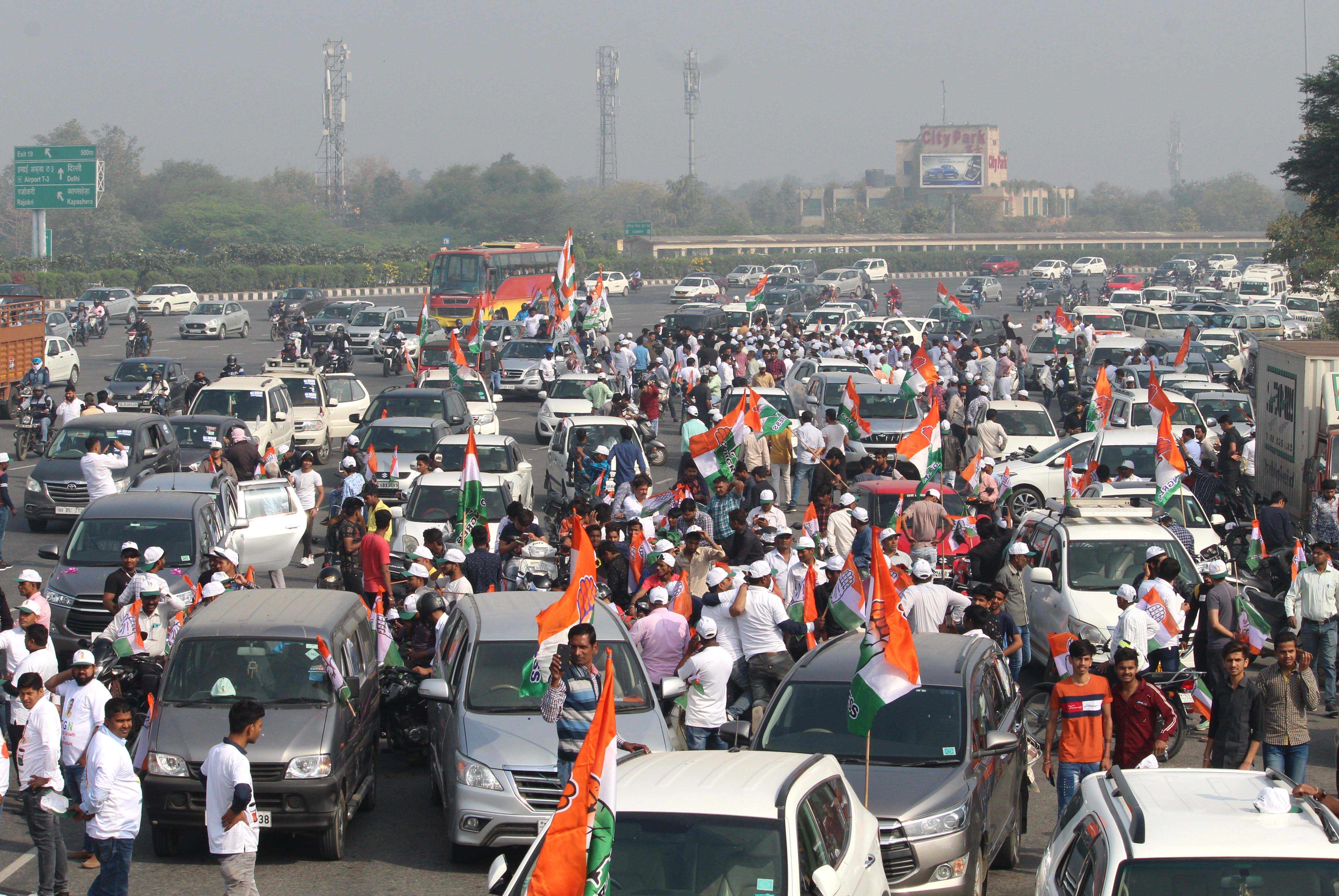 Leaders and supporters of Congress during Parivartan Bus Yatra at Delhi-Gurugram expressway near Ambience mall on March 26, 2019 in Gurugram, India.