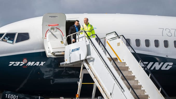 H/O: Dennis Muilenburg and Boeing test pilots 737 MAX 7 demonstration 190403