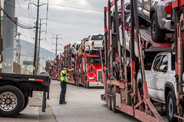 GP: US Mexico trade Auto Tariffs Long queues of trucks on the border between Mexico and the USA