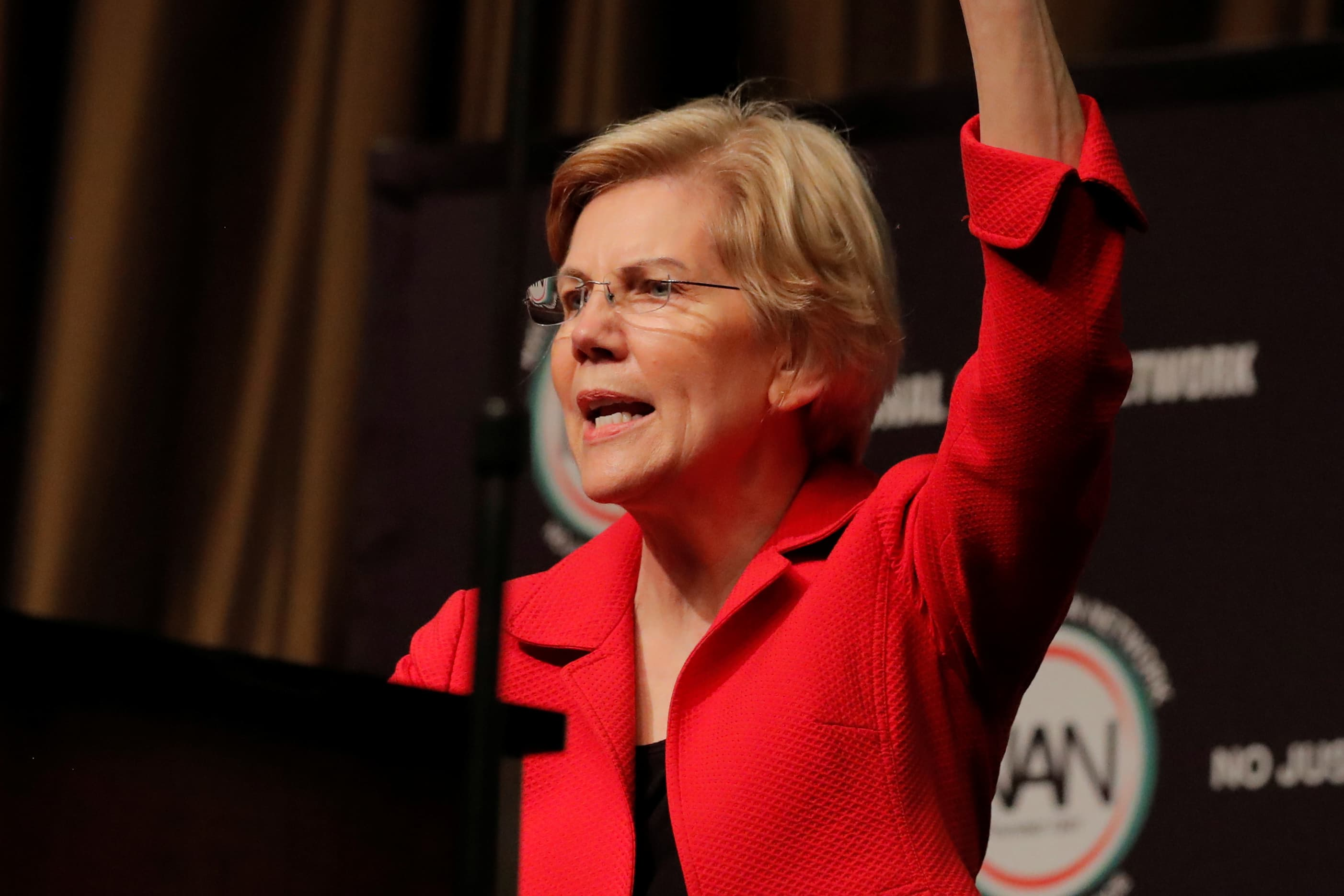 Elizabeth Warren's recession scare is long on fear, short on facts