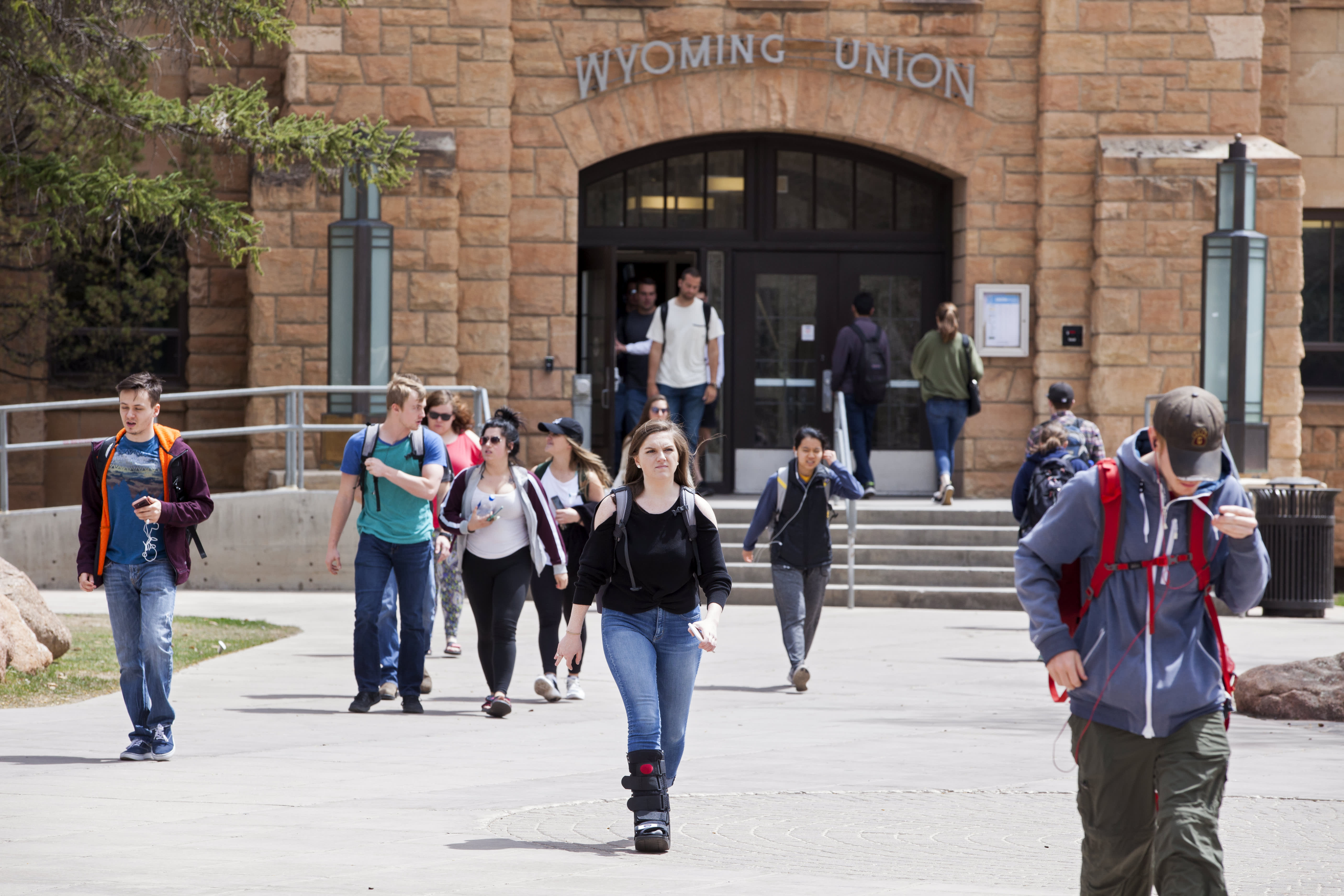 GP: Students hang out on the University of Wyoming campus