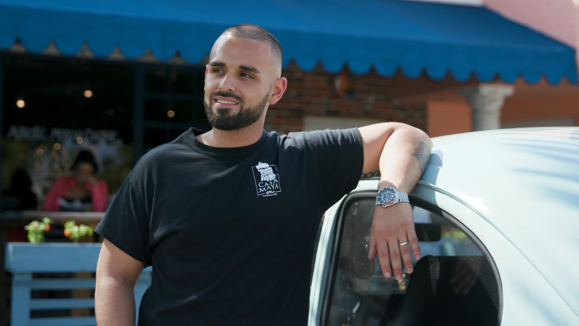 This 28-year-old lives on $90,000 a year in South Florida