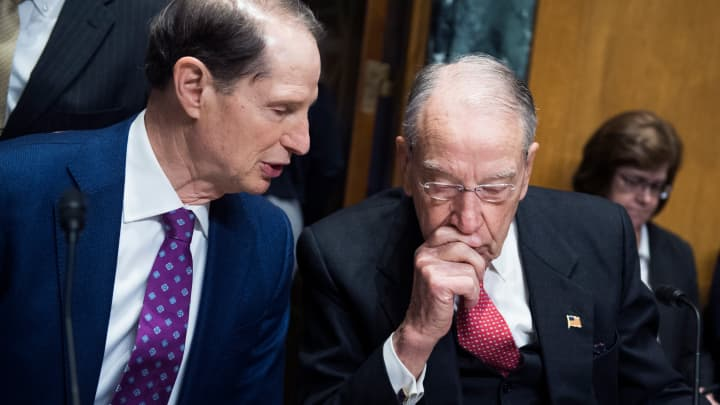 Senate Finance Committee unveils bipartisan bill to lower prescription drug prices for seniors