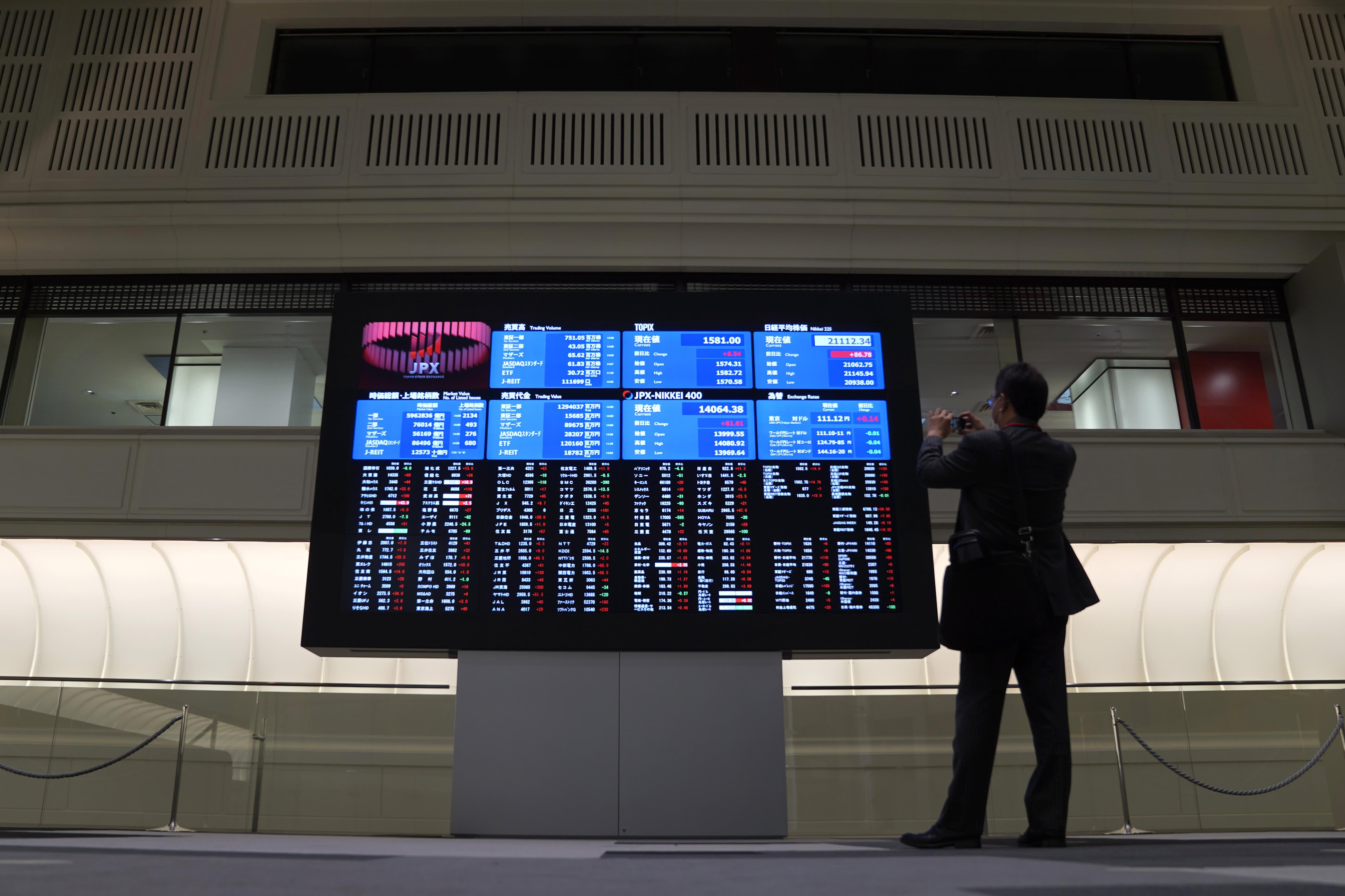 Chinese stocks jump as Treasury yields bounce higher; Shenzhen surges around 3%