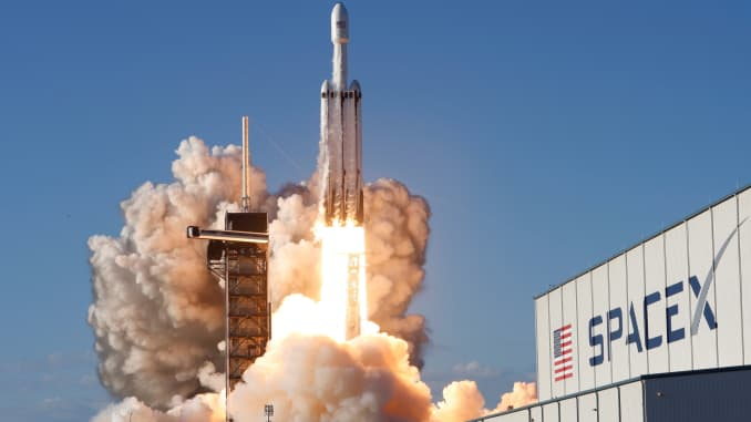NASA picks SpaceX for lunar orbit missions with Dragon XL, Falcon ...