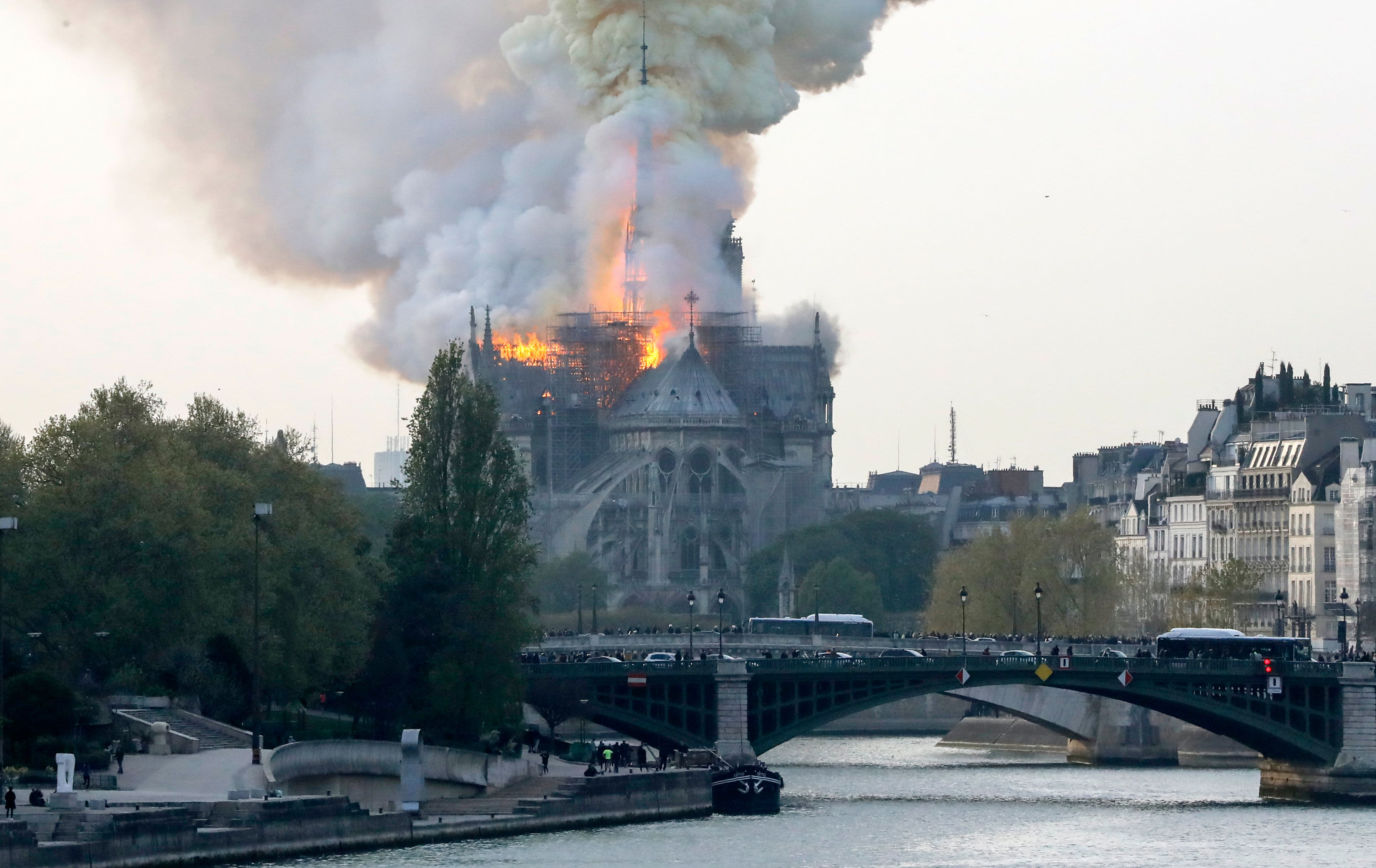 GP: Paris Notre Dame Cathedral on fire 190415