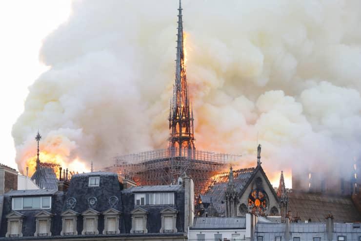 GP: FRANCE-FIRE-NOTRE DAME 1