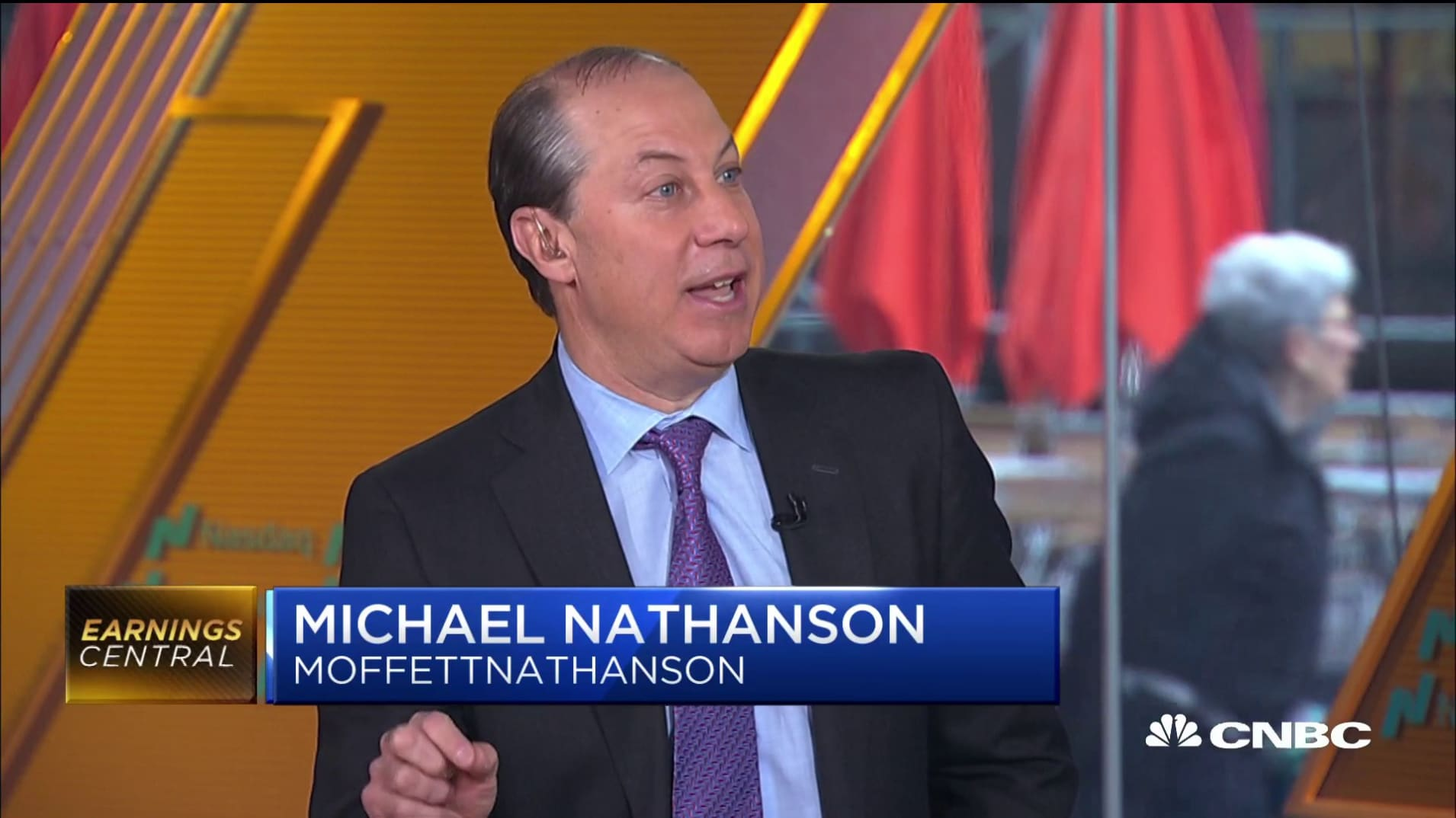 Netflix's long-term play would be to get Comcast out of this relationship: Senior analyst
