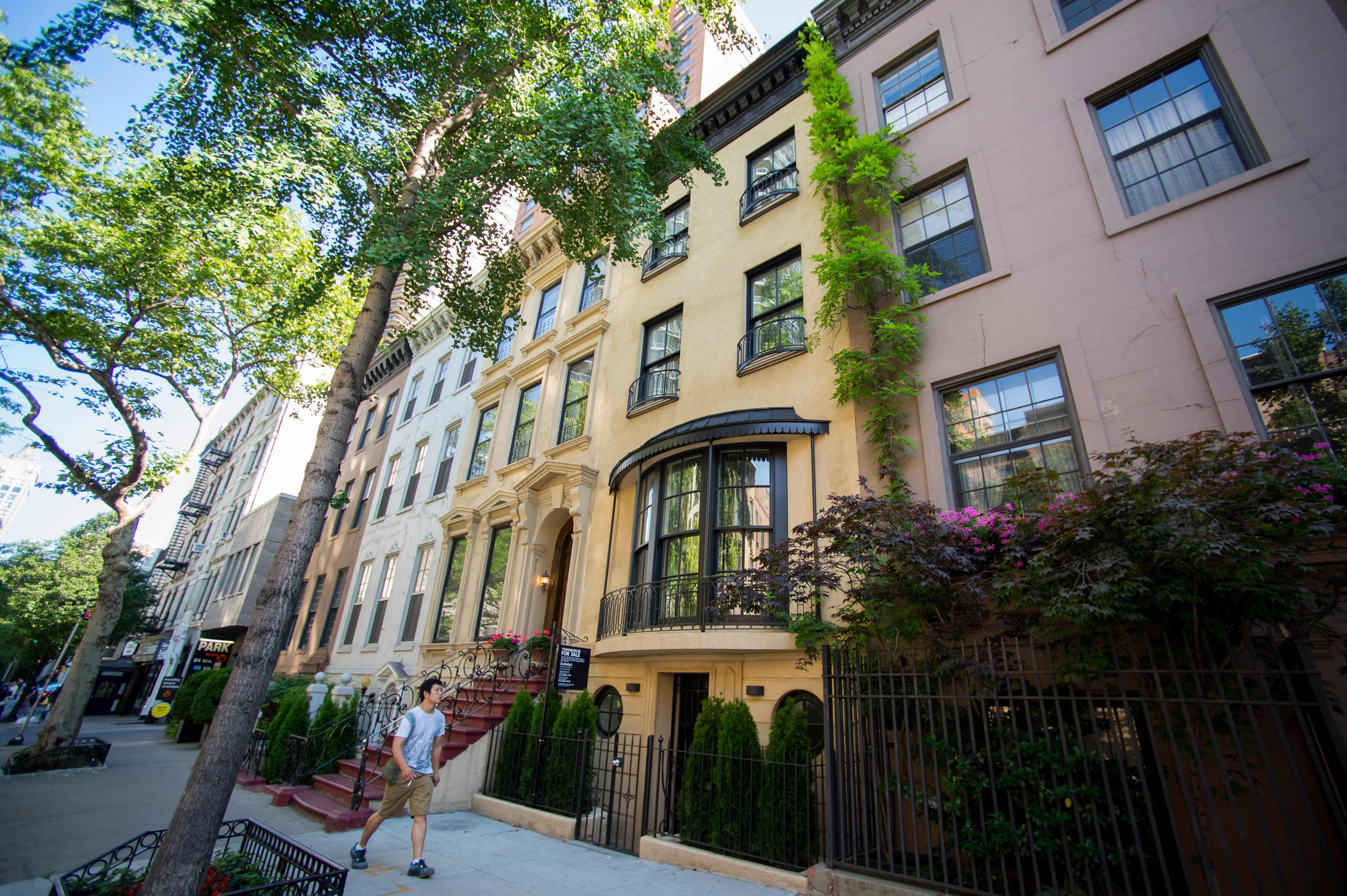 Coronavirus halted Manhattan real estate sales in March