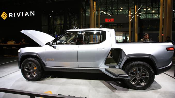 GM, Tesla, Ford race to build EV pickups Texas ranchers don