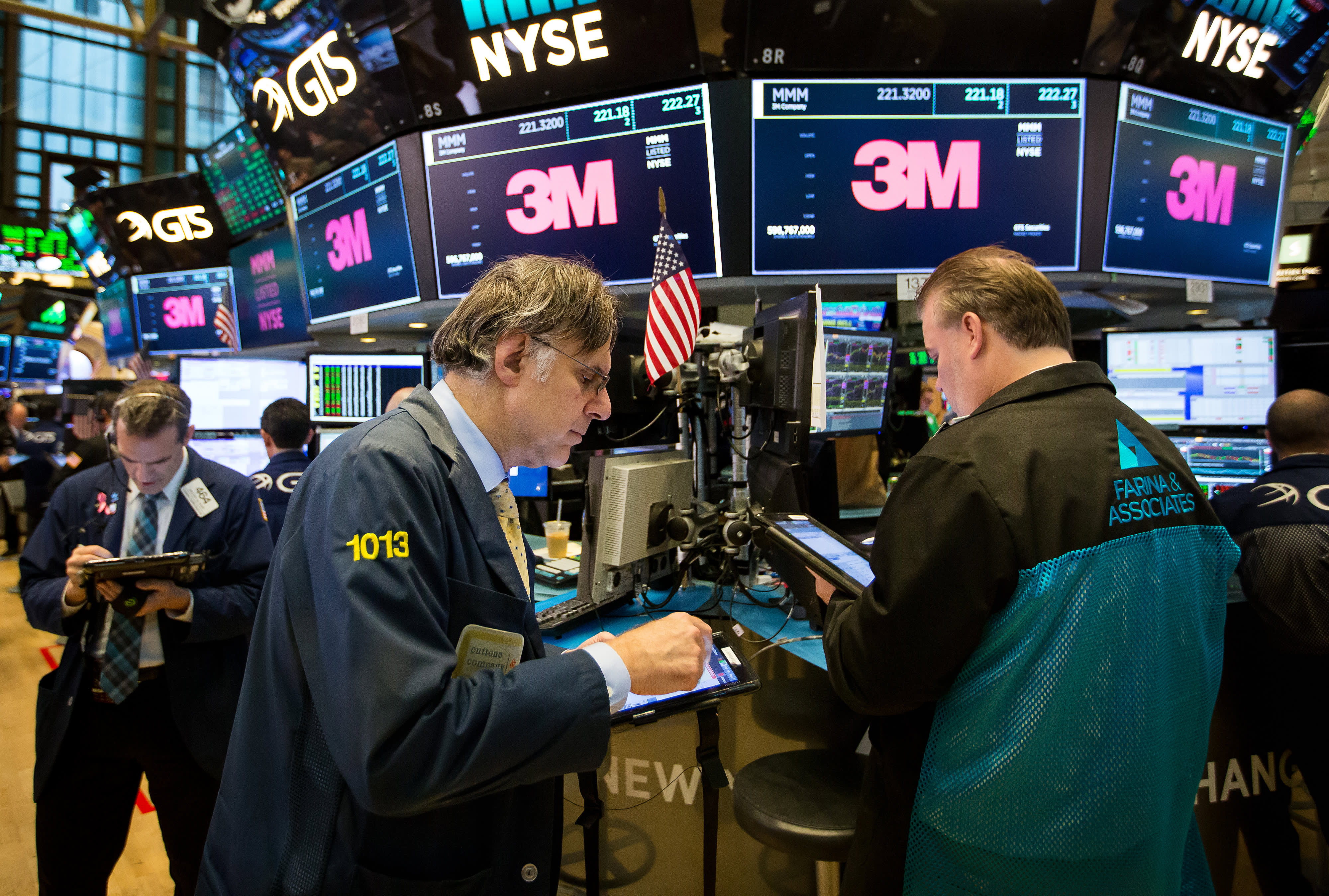 GP: 3M Trading On The Floor Of The NYSE As U.S. Stocks Mixed At Start Of Big Earnings Week