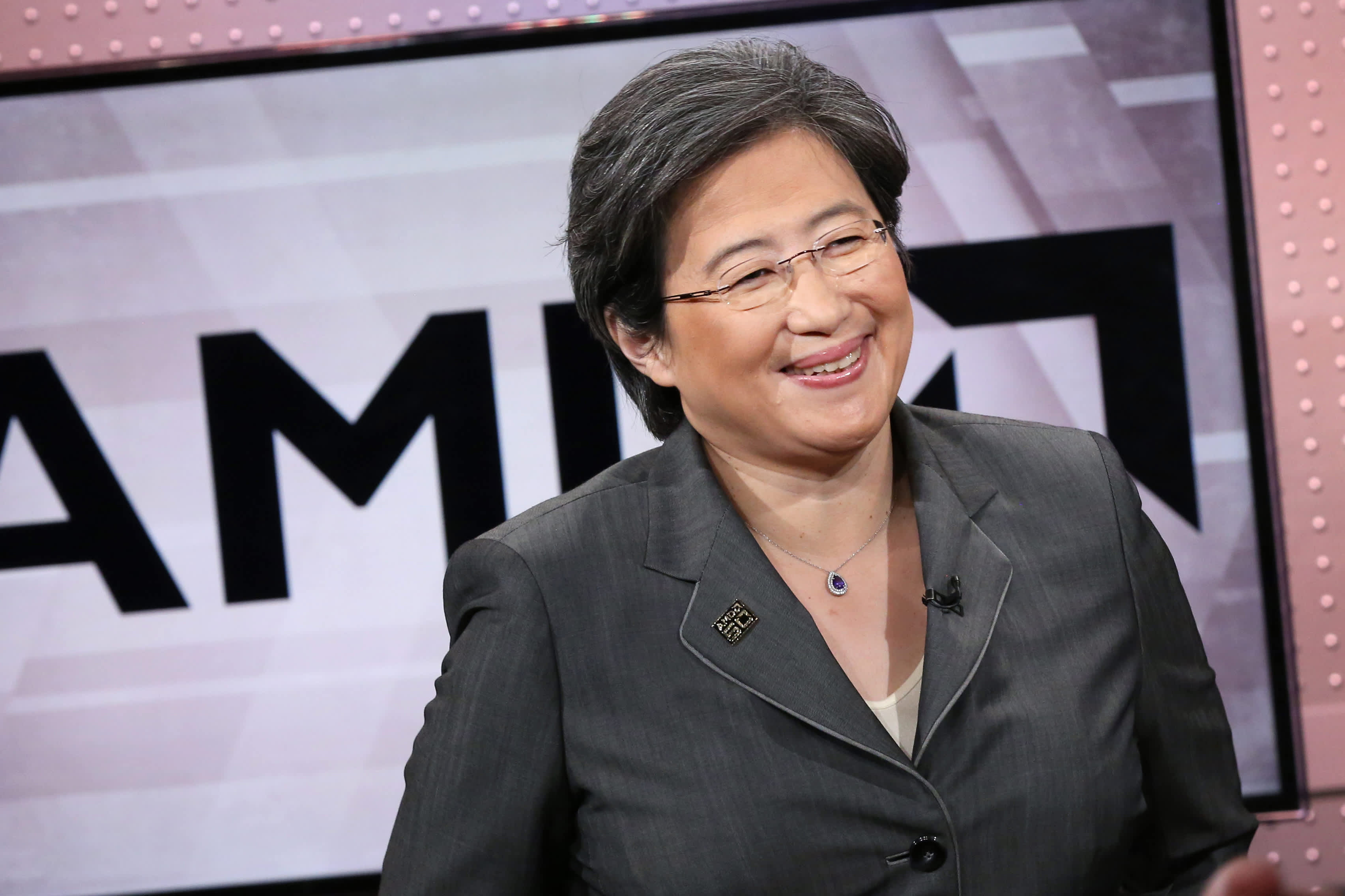Intel CEO change gives investors buying opportunity in AMD Jim Cramer says – CNBC