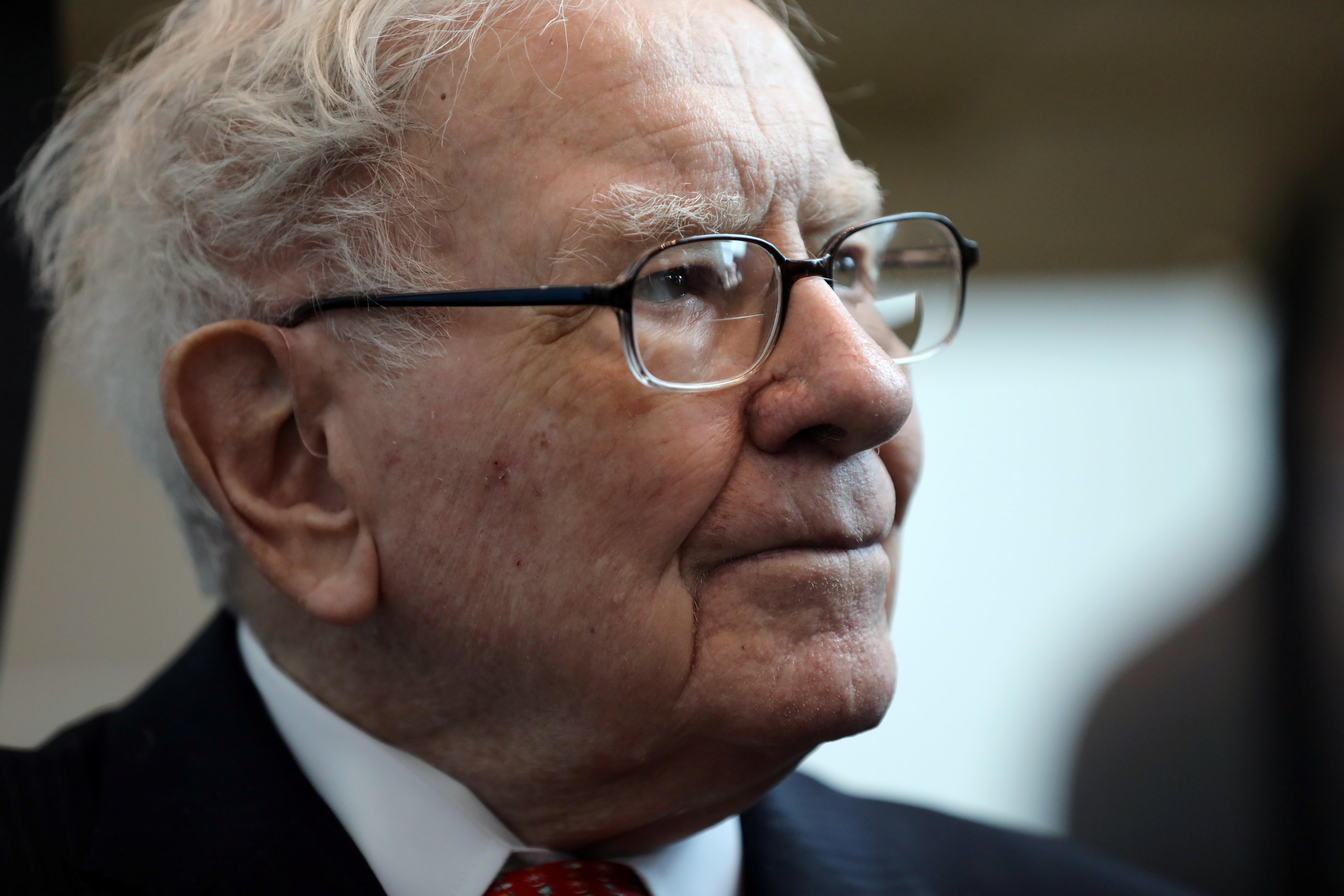Buffett hints at possible successors, but 88-year-old CEO largely avoids the issue again