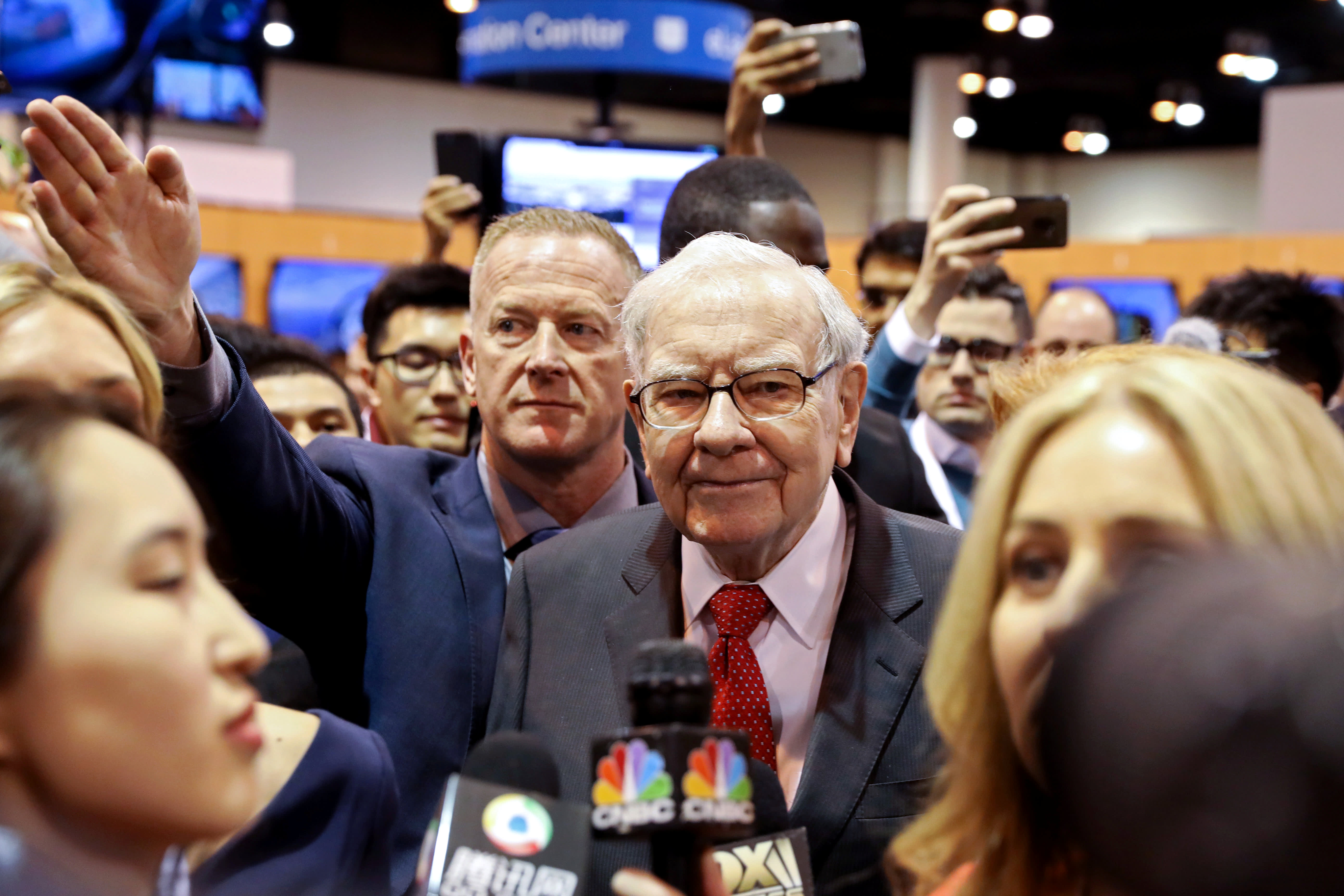 Berkshire Hathaway Chairman Warren Buffett walks through the exhibit hall as shareholders gather to hear from the billionaire investor at Berkshire Hathaway Inc's annual shareholder meeting in Omaha, Nebraska, U.S., May 4, 2019.