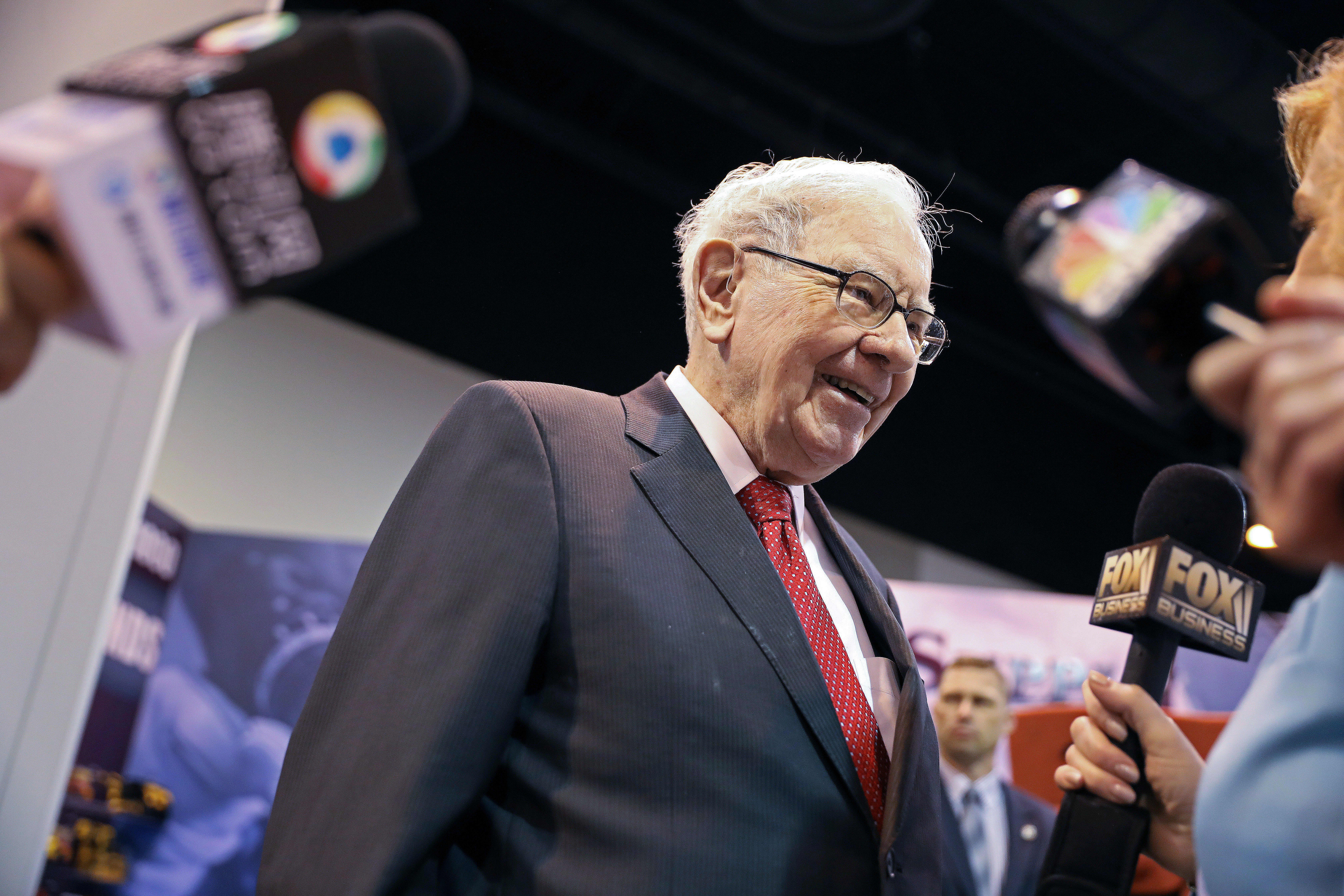 Warren Buffett: If we have a trade war, it could be very bad for the whole world thumbnail
