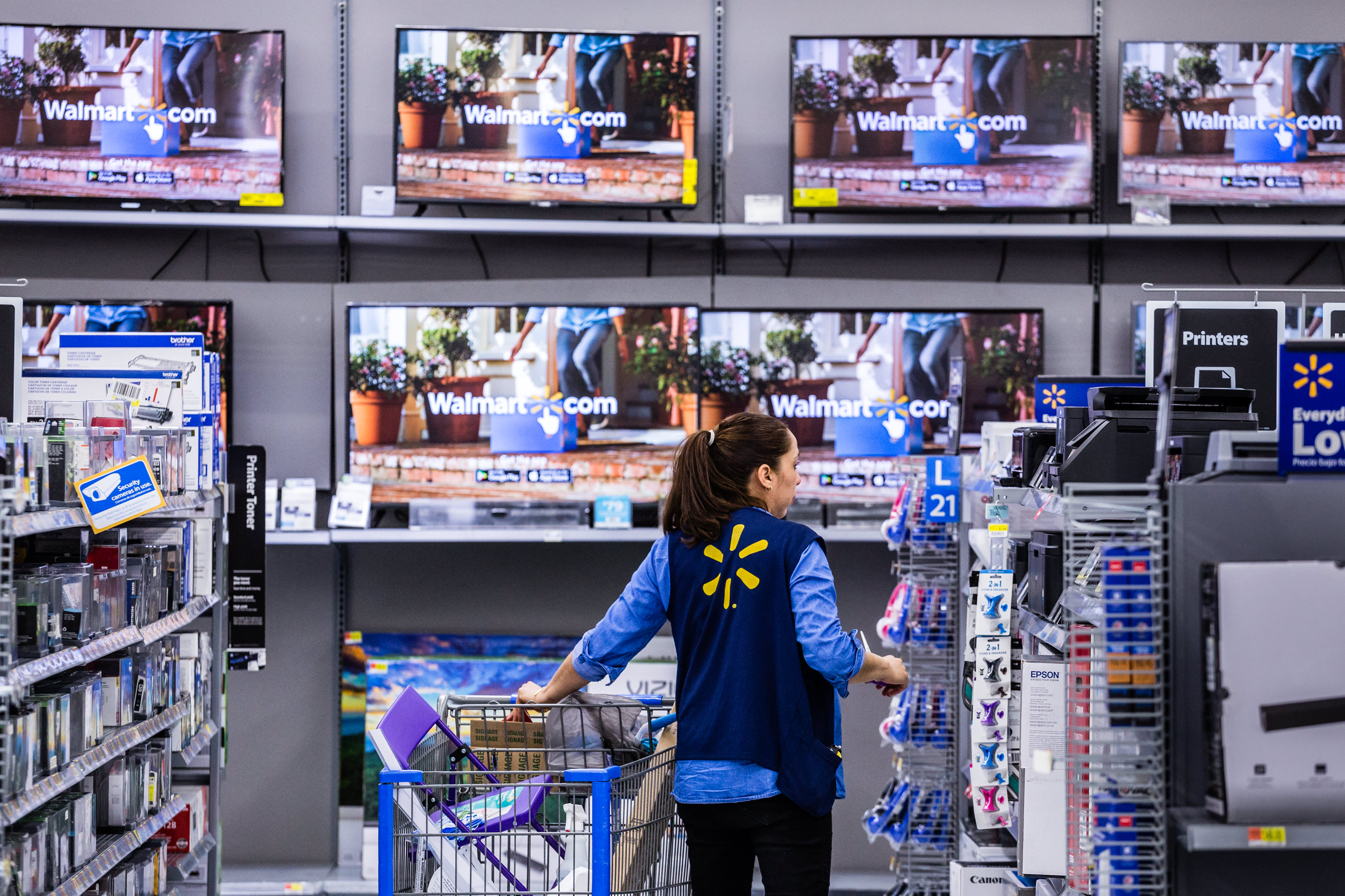 Walmart changed the way it buys shopping bags and saved $60 million—and that's just one way it cut costs