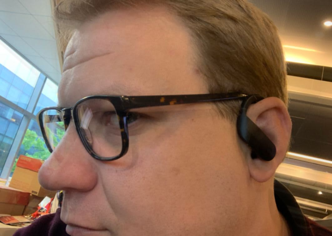 Apple's new Powerbeats Pro headphones are better than AirPods, but they're expensive