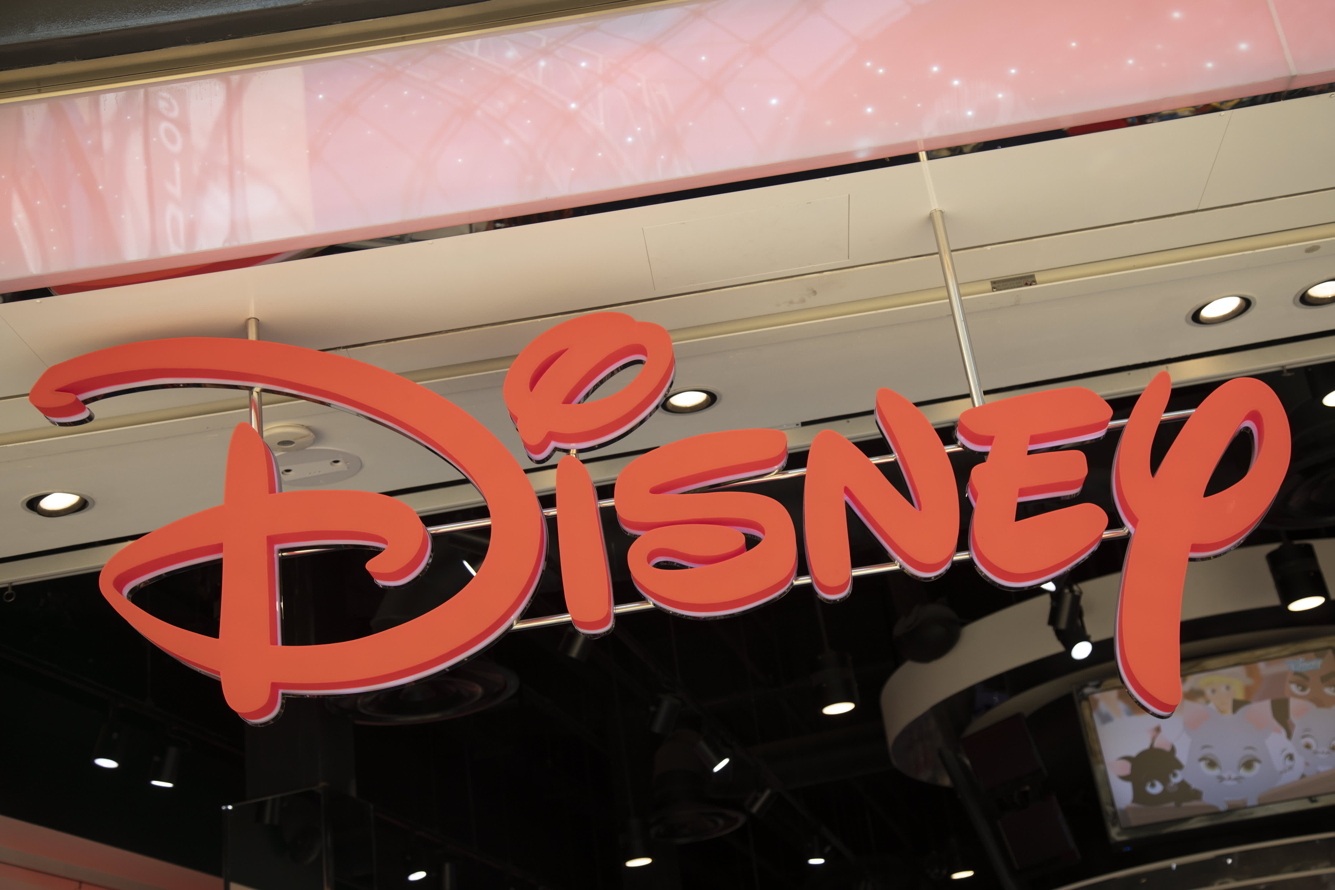 Comcast will sell its Hulu stake to Disney, giving Disney full operational  control