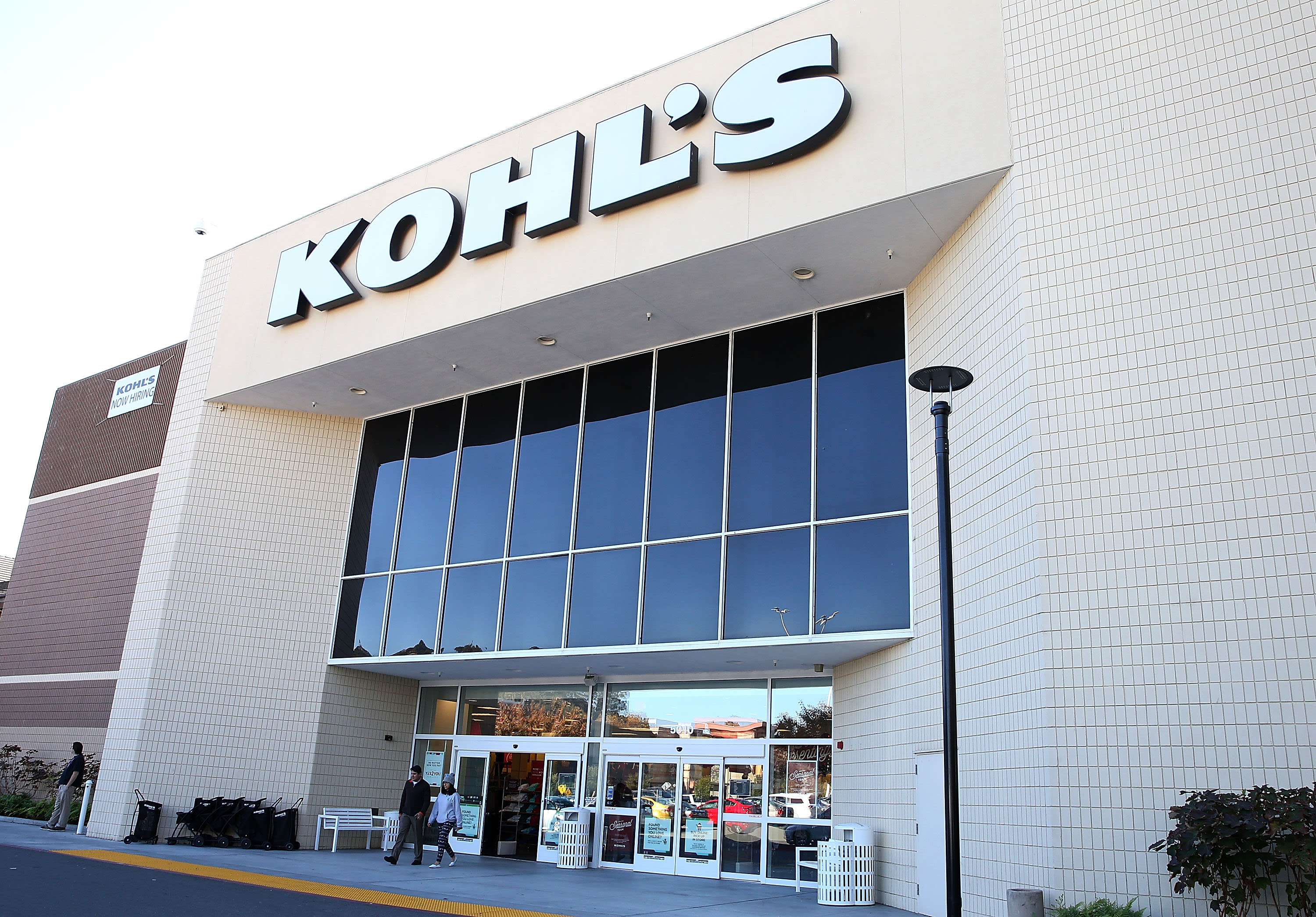 Kohl's shares rise after retailer posts better-than-expected earnings sees sales growth in 2021 – CNBC