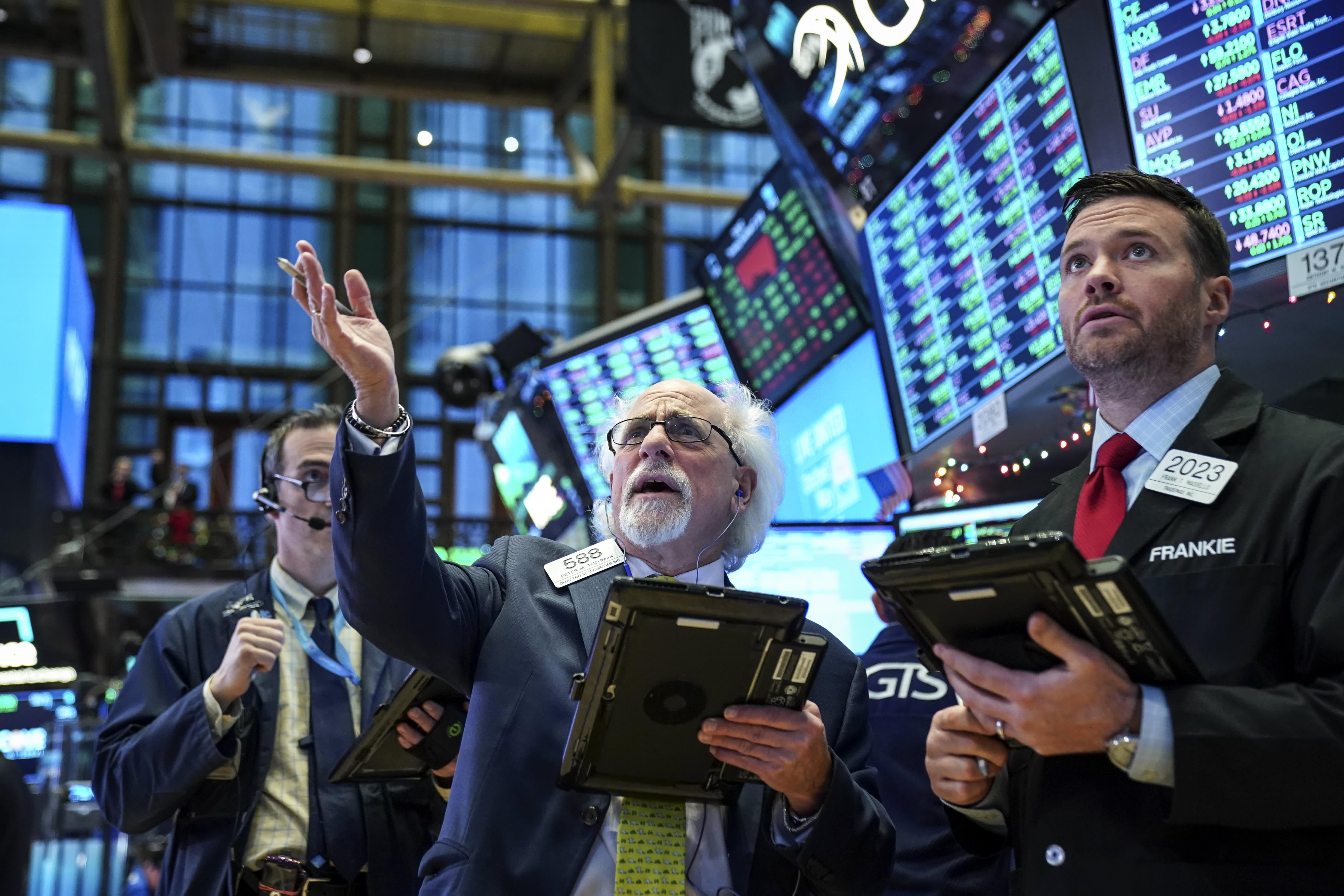 Dow falls, snapping 6-day winning streak