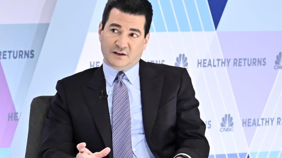 El excomisionado de la FDA, Dr. Scott Gottlieb, hablando en la conferencia Healthy Returns en la ciudad de Nueva York el 21 de mayo de 2019.